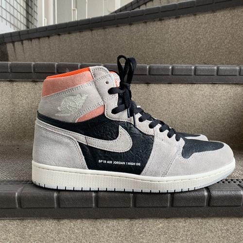 huge selection of a1d43 d7fdc An AIR JORDAN 1 RETRO HIGH OG NEUTRAL GREY AND HYPER CRIMSON 555,088-018  Nike Air Jordan 1 nostalgic high original color: Gray / crimson
