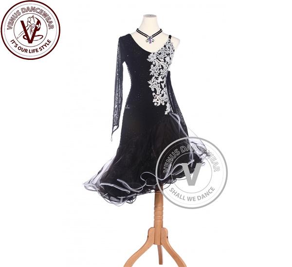 ■ヴィーナスダンスウェア(VENUS DANCEWEAR)白色 フラワーラテンリズム サルサ ルンバラテン コンクール ダンスドレス・■(社交ダンス 衣装 ウェア ドレス トップス スカート シューズ ダンス トップス 服 パンツ ドレス)