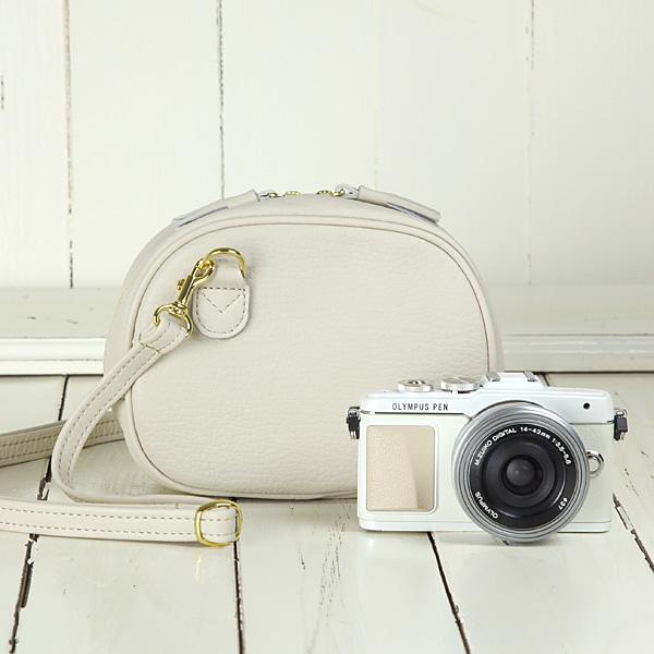 カメラバッグ camera bag MI-NA ミーナ おしゃれ オールレザーカメラポシェット/アイボリー
