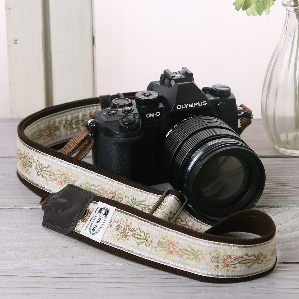 送料無料 全100種類 長さが調節できる カメラストラップ 一眼レフ かわいい おしゃれ mi-na ミーナ / クラシックブーケ /長さ調節タイプ