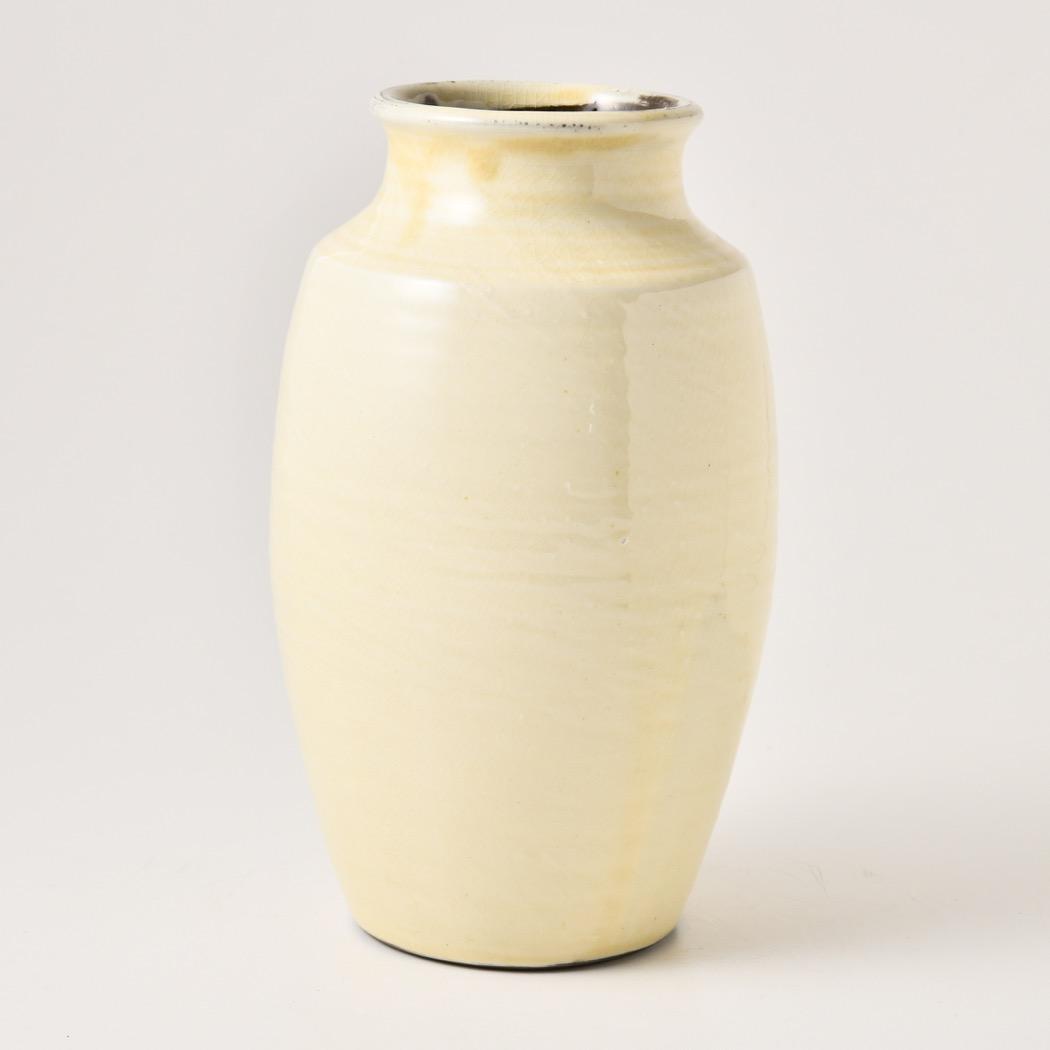 特価キャンペーン 白の雰囲気が抜群の花瓶です 置いておくだけでも素晴らしいもの 大ぶりの枝ものなんか 良さそうです 永遠の定番 坂本浩二窯 白 小鹿田焼 八寸花瓶