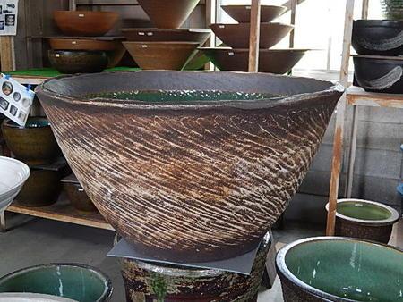 日本六古窯の一つで1300年の  滋賀県 信楽焼き 窯肌 水鉢 スイレン鉢  オリジナル 特大サイズ   幅75センチ