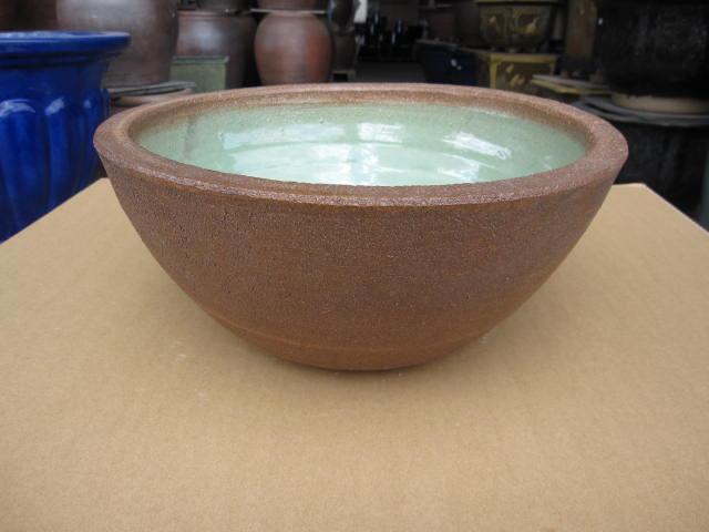 信楽焼きの技の逸品   本物の手作りの一品 送料無料窯肌ボール型水鉢 大 水鉢    睡蓮鉢  水鉢  送料無料
