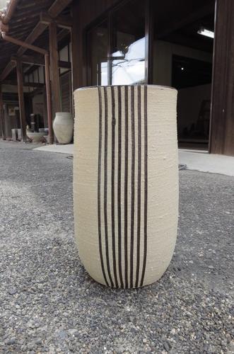信楽焼き傘たてチョコライン傘立  送料無料陶器の味わいある傘たて もちろん 日本製です。