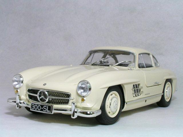 ミニチャンプス 1/18 スケールメルセデス ベンツ 300 SL ( W198 )1955年 クリーム