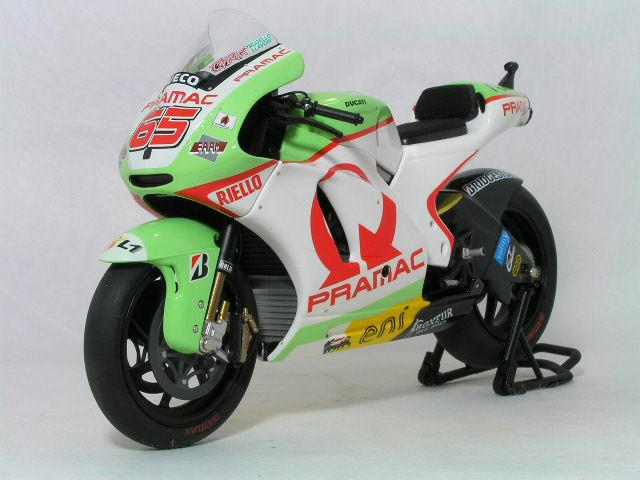 【限定:504台】ミニチャンプス 1/12 ドゥカティ デスモセデッチ GP11 / ロリス・カピロッシ モトGP 2011年 ドゥカティ モトGP チーム / プラマック・ レーシング