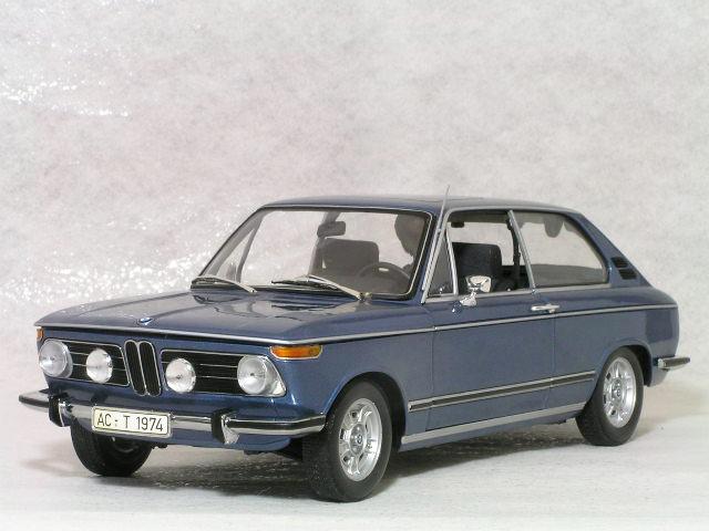 ミニチャンプス 1/18 BMW 2000 tii ツーリング / 1971年、ボディーカラー ブルーメタリック