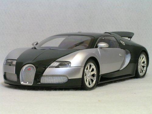 ミニチャンプス 1/18 ブガッティ ヴェイロン L エディション サントネール (ブガッティ 100周年記念モデル) 2009年、ボディー カラー クローム / ダーク グリーン