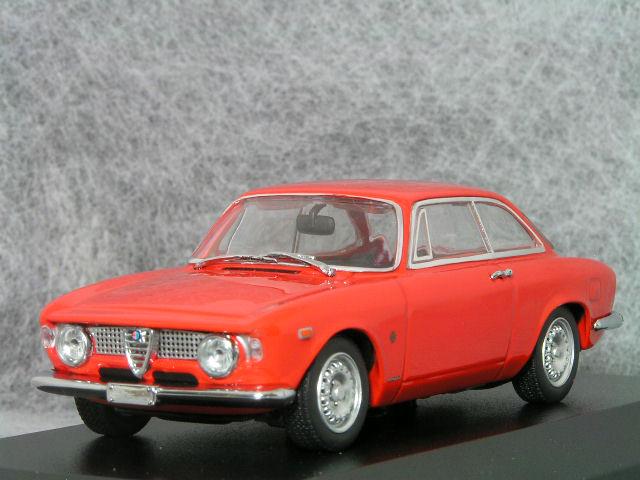 ジュウジアーロ 代表的 傑作車 ジュリア スプリント GTA ミニチャンプス ミニカー GTA1965年 レッド 43 秀逸 ロメオジュリア 即納最大半額 スケールアルファ 1