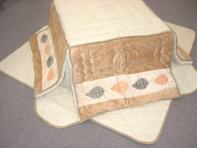 少々難あり 洗える 正方形75x75cm用 至上 格安店 省スペースこたつ用 クッションカバーが二枚付 敷布団 の4点セット 掛け布団