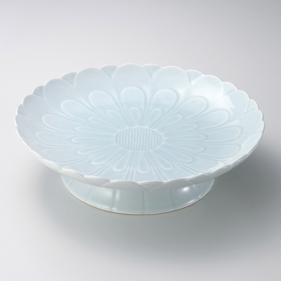青白磁菊彫高台12号皿 有田焼 和食器 丸大皿 業務用 約36.5cm 和食 和風 ふぐ刺し 宴会 盛り付け皿 揚げ物盛り合わせ てっさ てっちり 忘年会 刺身盛り合わせ