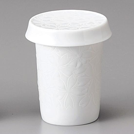 特にふぐ料理店におすすめのひれ酒用の器です。他に割烹 料亭にも。 白磁 桜ヒレ酒 和食器 ひれ酒 業務用 約8.2cm 和食 和風 フグ料理 鯛 日本料理 懐石料理 ヒレ酒