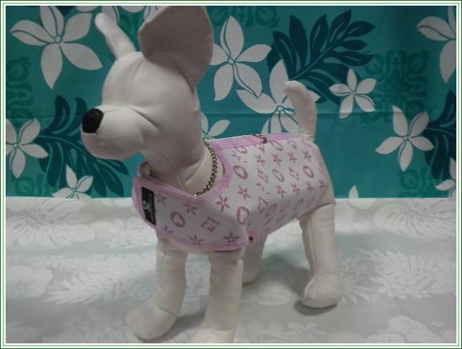 格安店 アメリカで大人気のブランド スーパースポイルド 犬用ベスト モノグラム 売り込み ホワイト