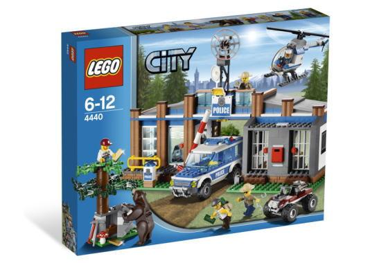 レゴ シティ 4440 Forest Police Station