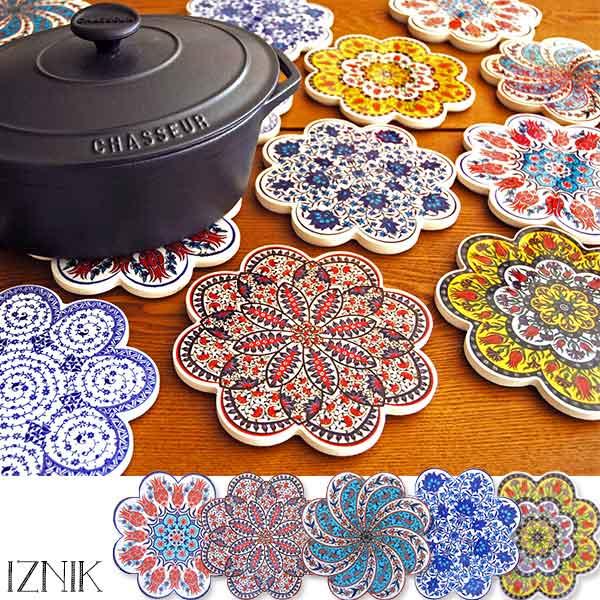 ★トルコの伝統的な陶器の技術で作られた鍋敷き。 「IZNIK トリベット」イズニック トルコ製鍋敷き陶器 タイル 耐熱キッチン雑貨 おしゃれ