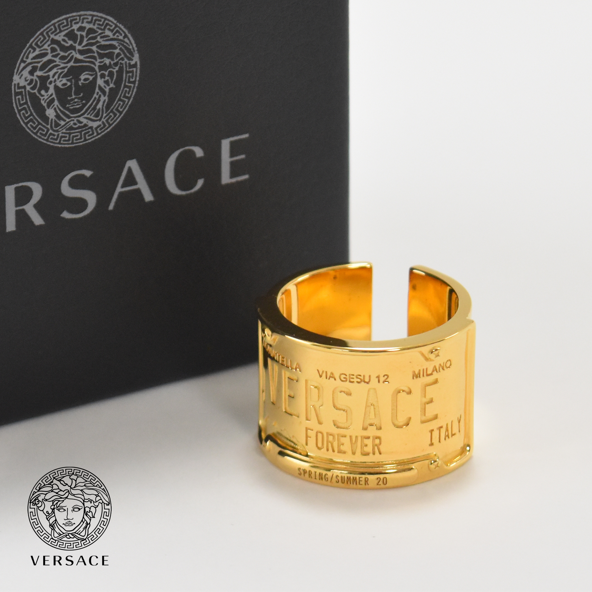 新品 大好評です 正規店買付 VERSACE FOREVERナンバープレートリング DG58038 指輪 至高 ヴェルサーチ