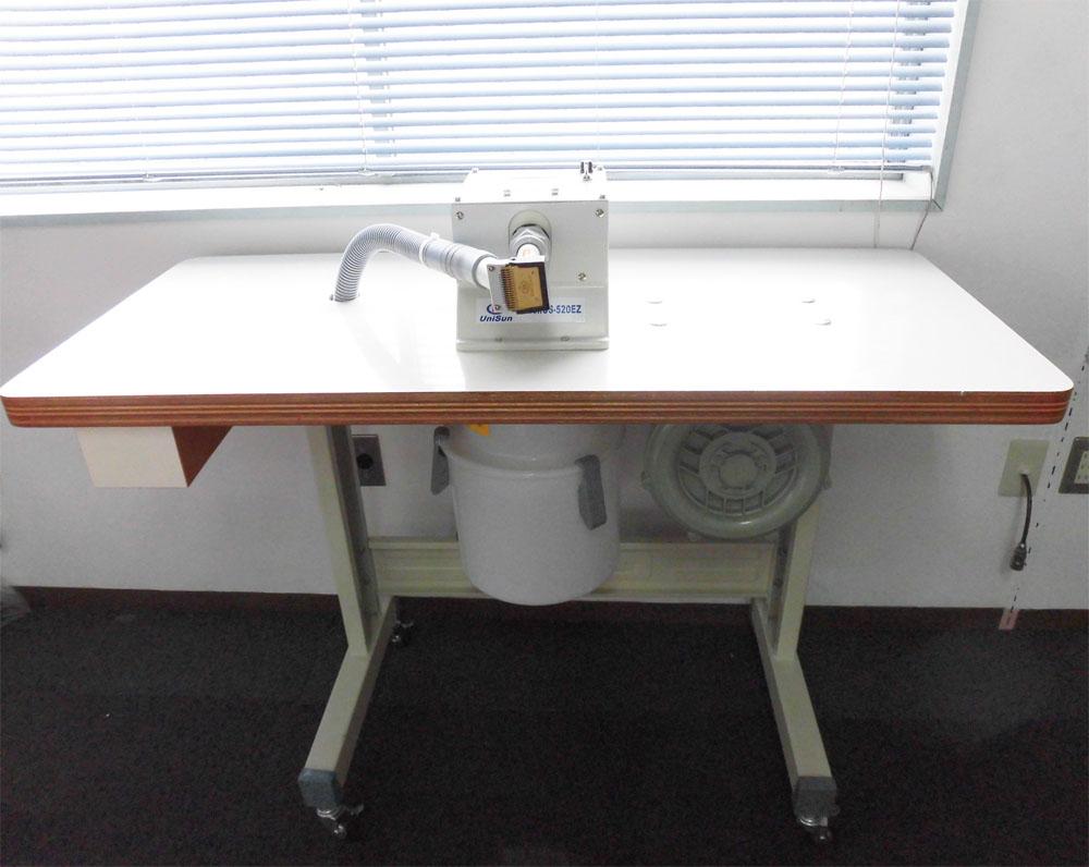 【展示品】モーター式毛羽取り機 US-520EZ テーブル、スタンド、キャスター付き ケバ切り ケバ取り けば切り