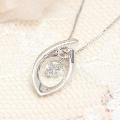 【メール便送料無料/代引き不可】【me on...】0.1ctのダイヤモンドが朝露のようにキラリと輝くリーフモチーフK10ホワイトゴールドネックレス【64528】