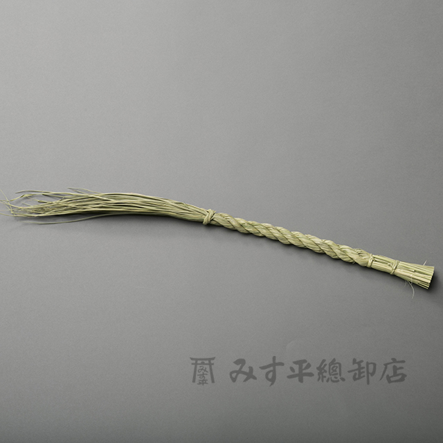 神様の居られる聖域を守る結界です。ひとつひとつ職人が作る日本製です。細いタイプのしめ縄(ごぼう〆)です。荒神様用にぴったりです。 【日本製】職人がひとつひとつ手作りした しめ縄 細 (1尺)【しめ縄 締め縄 しめなわ 標縄 注連縄 七五三縄 神棚 神棚用 販売 日本製 国産 1尺 荒神様 職人手作り お宮 結界 高品質 高級】