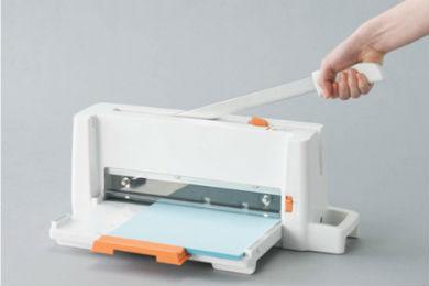 小型 AL完売しました 軽量化 安全設計 PLUS コンパクト裁断機 プラス ◆在庫限り◆