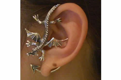 ドラゴンイヤーフック(左耳用) シルバー925 イヤーラップ メンズ レディース スターリングシルバー 高級 竜 龍 イヤーカフ 開けない 痛くない 引っ掛けるだけ 銀 アクセサリー オリジナル おもしろ イヤリング ノンホールピアス 揺れる ノーホールピアス 耳にかける