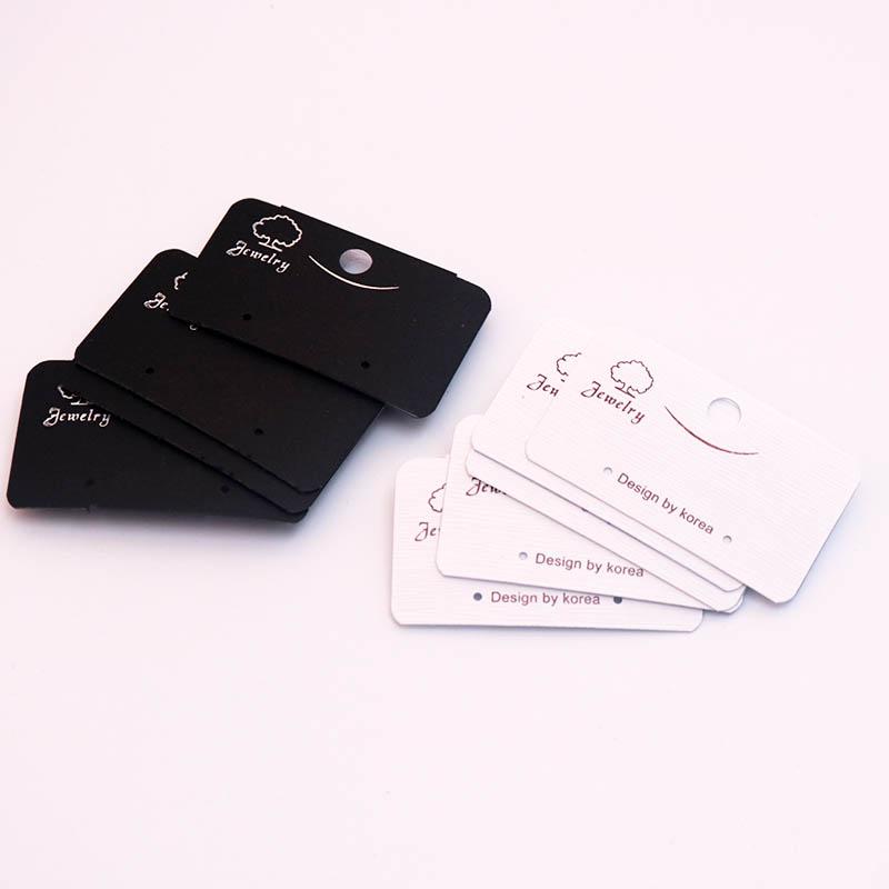 壁にかける用に後ろにフックのある2穴タイプのピアス用台紙タグ 5.2cmx3cm 2穴 ツリーピアス台紙 壁掛け用フック付き 5枚セット アクセサリー ピアス用 2ホール 2個穴 キャッチピアス フックピアス リングピアス フープピアス スタッドピアス 業務用 ディスプレイ 白色 黒色 ホワイト ブラック ペーパータグ 5組 木 檻 ショーケース 飾る