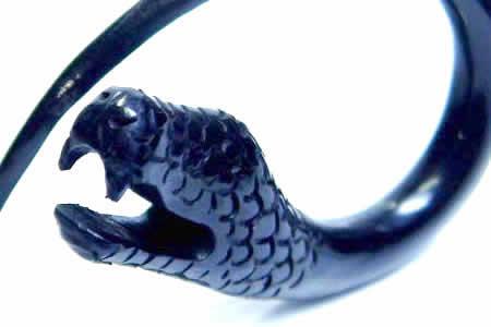 ナーガホーンピアス/1ペア販売 2ゲージ 2G ヘビ 蛇 スネイク スネーク ボディピアス 水牛の角や骨 金属アレルギー対応 メンズ レディース インディアンジュエリー 手作り ボヘミアン ペア 黒色は角 白色は骨 おもしろ ユニーク 個性