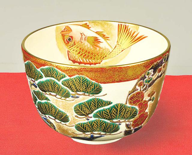 「還暦」かくれ文字入 金銀彩 松竹梅に鯛図 茶碗