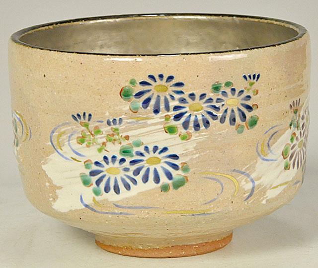 菊に流水図(内 銀地) 茶碗