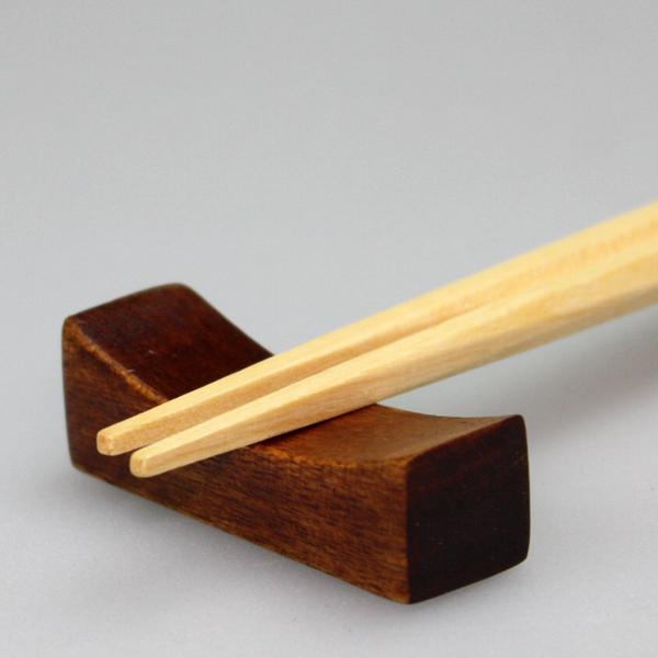 小さな箸の下にも心遣いを… 格調高い漆器の箸置き 全品ポイント10倍 15日23:59まで 天然木製 現品 江戸角型1 はしおき 箸置き 海外 シンプル 漆塗り
