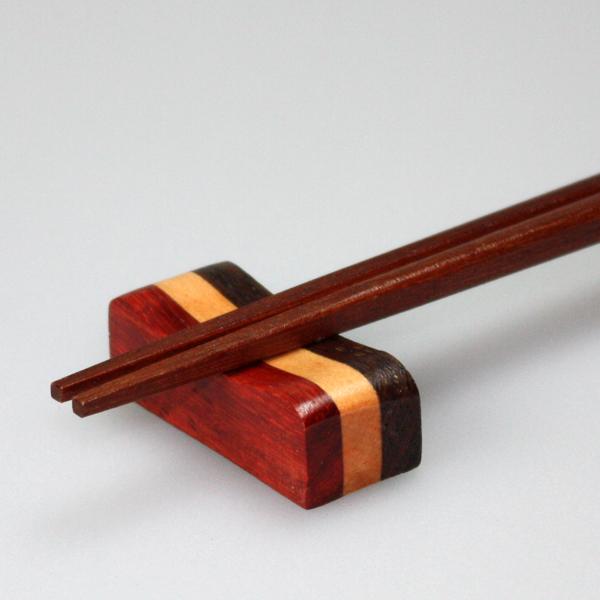 小さな箸の下にも心遣いを… 格調高い漆器の箸置き 5%OFFクーポン対象 20日まで 天然木製 お得セット まくら型 おしゃれ かわいい 人気上昇中 はしおき 寄木箸置き