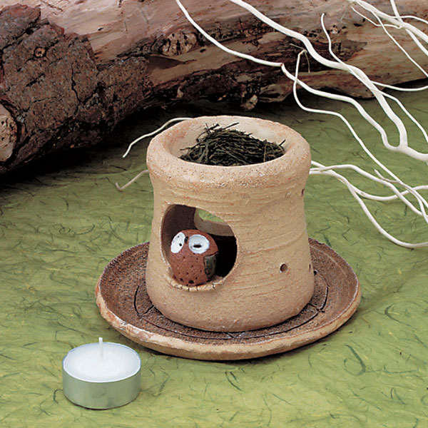幸せの香り 低廉 ほうじ茶の香りをお手軽に せともの 陶器 で 職人が一つ一つ手造りで作り上げました 新商品!新型 せとものの街から 温かみのある茶香炉をお届けいたします フクロウ茶香炉 電気式では出せない直火だから出せる香り お香 茶香炉 お茶 店頭受取対応商品 元 ほうじ茶 和風アロマ 香炉 手作り 和製アロマ 手造り アロマバーナー