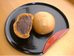 北 小豆 と  まんじゅう  南 黒糖 のコラボレーション 北海道産小豆使用 大島饅頭 4個入れ