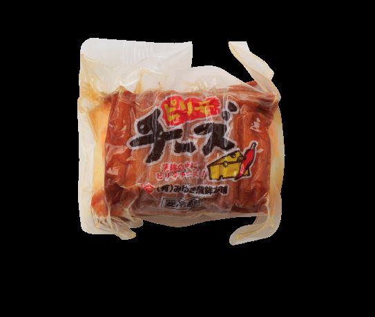 タラのすり身でピリ辛のチーズを巻き さらにちくわで全体を包みこんだものを蒸し 最後に揚げています 高級品 中のチーズがピリ辛なのでお酒のおつまみに人気 開催中 ピリ辛チーズ