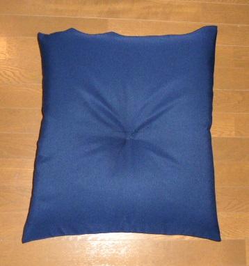 完売 日本製 5層構造の成形機仕立 銘仙判座布団 紺無地柄 美品 55x59cm