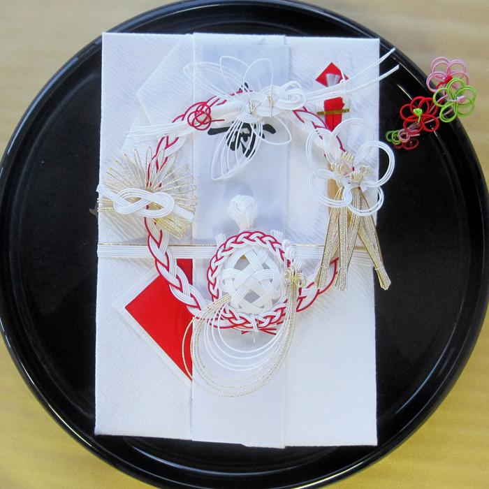 この1枚が思いを伝え 心からの祝福の気持ちを祝う祝儀袋 お金を丁寧に包んで 思いや気持ちを伝えます 日本にしかない 大切な伝統文化です 大きいL2サイズ 週間ランキング1位受賞 祝儀袋 結納金袋 祝儀袋結婚 結婚式 祝儀袋10万 祝儀袋代筆 100万円まで入ります 多額用 開業開店祝い他 結婚祝い お祝い 全品最安値に挑戦 美品 ご結納 新築祝い 大きな祝儀袋 出産祝い 金封金宝包み 送料無料 各種お祝い事に使用できます 御祝儀