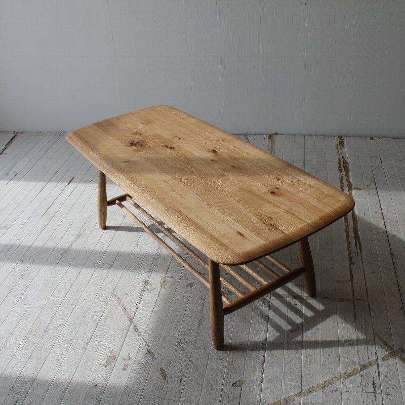 北欧家具 ダイニングテーブル 無垢材 節や木目を生かした素朴な雰囲気の棚付きテーブル