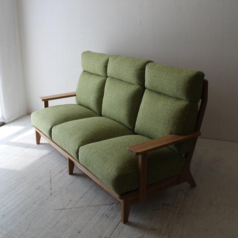 北欧家具 ダイニングソファ 無垢材 頭までゆったり持たれることができる3人掛けソファ