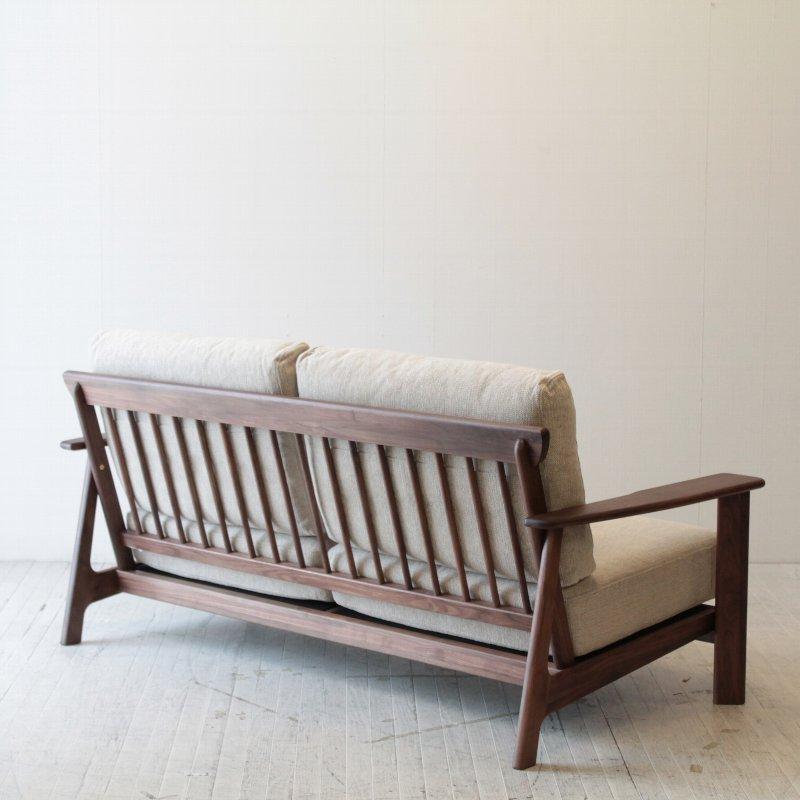 北欧家具 ダイニングソファ 無垢材 シンプルで和にも洋にもマッチするデザインの2.5人掛けソファ