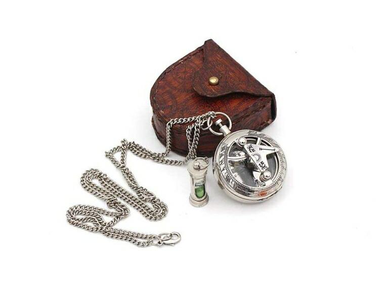 真鍮製 日時計 コンパス 真ちゅう ポータブル サンダイアル Best Mens Gifts Necklace Sundial Push compass with Leather Case 送料無料 【並行輸入品】