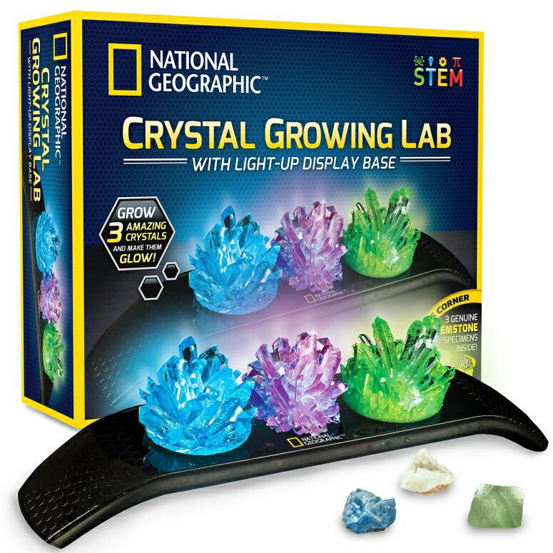 ナショナルジオグラフィック 水晶 おもちゃ NATIONAL GEOGRAPHIC Crystal Growing Kit - 3 Vibrant Colored Crystals to Grow with Light-Up Display Stand & Guidebook, Includes 3 Real Gemstone Specimens Including A Geode & Green Fluorite 送料無料 【並行輸入品】