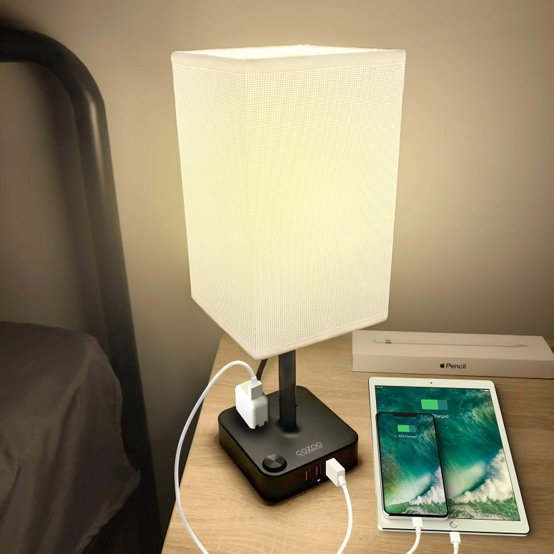 USB チャージポート付き テーブルランプ COZOO USB Bedside Table & Desk Lamp with 3 USB Charging Ports and 2 Outlets Power Strip,Black Charger Base with White Fabric Shade, LED Light for Bedroom/Nightstand/Living Room 送料無料 【並行輸入品】