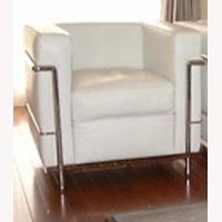 LC2 1人掛けソファ革Cグレード ホワイトデザイナーズ家具 イタリア製国内在庫あり 新生活 気持ち切替スイッチ インテリアコーディネート