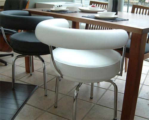 LC7 回転椅子革Cグレードデザイナーズ家具 イタリア製選べる革カラー  おしゃれなインテリアの作り方 アウトドアリビングが気持ちいい