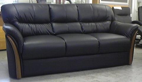 送料無料 3人用ソファー 合皮 合成皮革張り ブラック色 硬めの座り心地 お手入れ簡単 高級感 完成品 座り心地抜群 木調飾り 北欧風 最安値