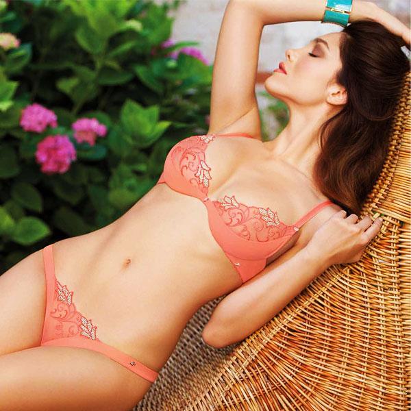 通过蕾丝胸罩和迷你 t 内裤热版 LEILIEVE 海集 P19Jul15