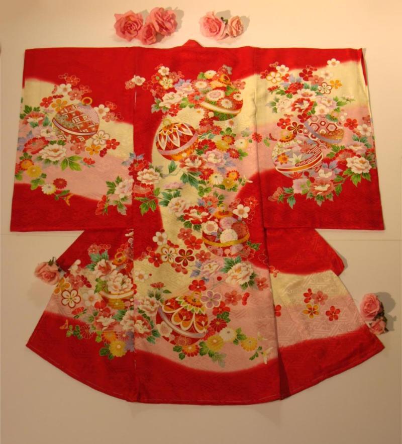初着・お宮参り女の子祝着 正絹 赤地手毬・花柄高級着物のしめ