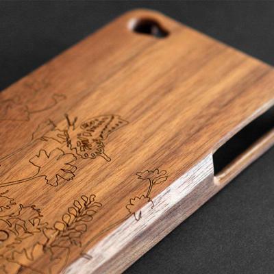 즉 천연 원목을 사용한 인기 아이폰 용 나무 케이스 Wood case for iPhone4 케이스 (아이폰) iPhone4S 운영 사례/북구 풍 디자인