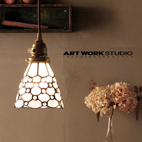 ARTWORKSTUDIO ホワイトとクリアガラスの丸模様が可愛らしくお部屋のアクセントになる ドッツ 細部までデザインや配色にこだわってつくられています アートワークスタジオ :Stained glass-pendant Dots ステンドグラスペンダント 白熱球 蛍光球 照明 間接照明 AW-0373 オリジナル ペンダントライト 日本最大級の品揃え 送料無料 天井照明 手作り LED電球対応 ハンドメイド モザイクガラス ライト
