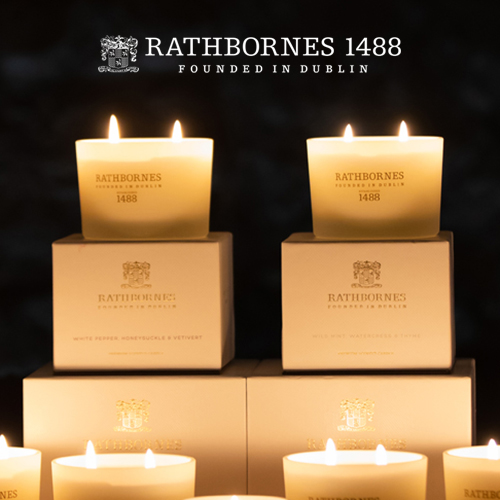 RATHBORNES1488 500年以上に渡り 人々の暮らしを照らし続けてきたキャンドルメーカーのアロマキャンドル日本では珍しい2本芯タイプで火の灯とアロマを長時間楽しめます 全3種 ラスボーンズ :クラシックキャンドル2本芯タイプ アロマキャンドル アロマ 香り エッセンシャルオイル ホワイトペッパー 誕生日祝い ワイルドミント プレゼント ギフト ダブリンティーローズ 大注目 癒し 再販ご予約限定送料無料